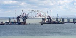 Крымский мост запустят в мае