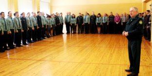 Саратовские таможенники почтили память погибших в Кемерово минутой молчания