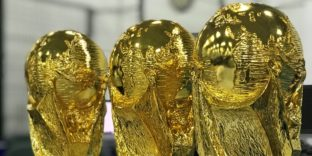 В Казани снова обнаружили Кубки FIFA с признаками контрафактности