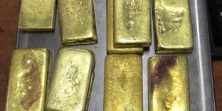 Золотые слитки в обуви у российской туристки задержали читинские таможенники