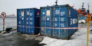 Владивостокские таможенники обнаружили в двух контейнерах из Китая более 40 тонн огнеупорных материалов с превышением радиационного фона в 25 раз