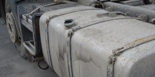 Таможенники Северного Кавказа обнаружили более тонны красного вина в бензобаках двух грузовых автомобилей