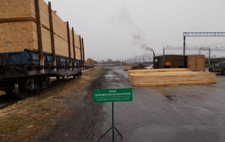 Уральские таможенники пресекли контрабанду леса на 1,5 млн руб.
