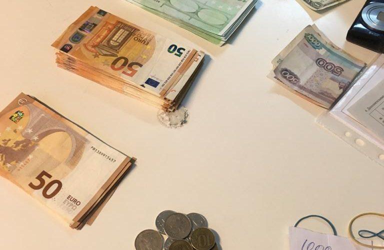 Карельская таможня: при проведении таможенного контроля обнаружена незадекларированная валюта