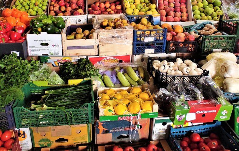 Астраханские таможенники выявили более 4,4 тонны овощей и фруктов неизвестного происхождения