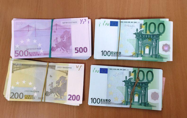 Сотрудники Брянской таможни обнаружили в грузовой машине незадекларированные 30 тыс. Евро