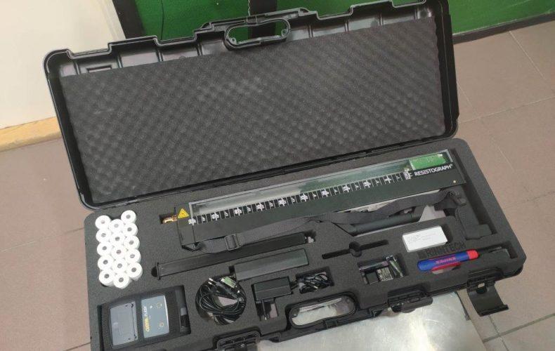 Незадекларированный дорогостоящий прибор выявили сотрудники Псковской таможни на российско-латвийской границе