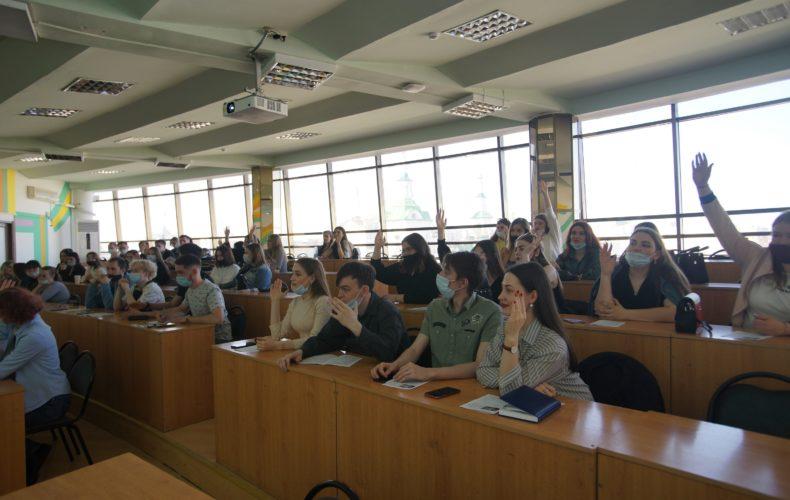 90% выпускников хотят работать в Тюменской таможне