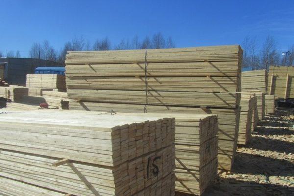 Санкт-Петербургская таможня продолжает выявлять факты контрабандного вывоза лесоматериалов