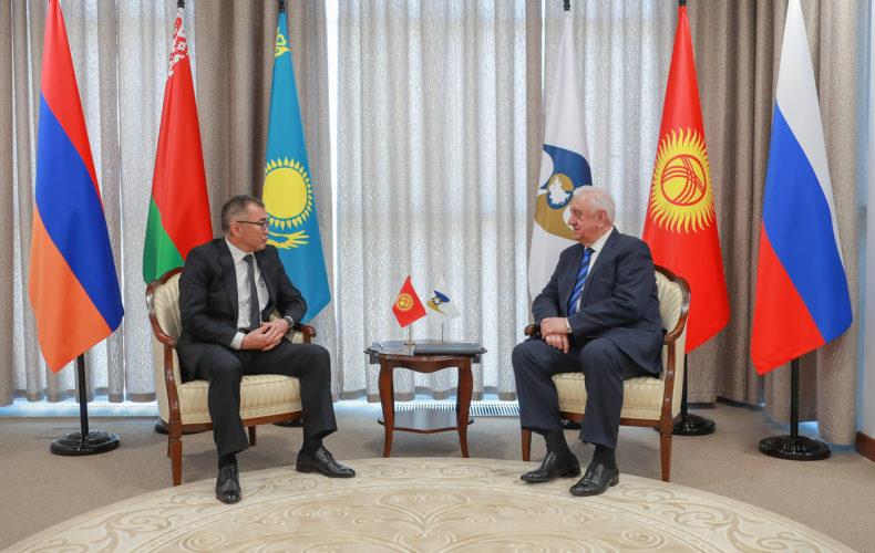 Председатель Коллегии ЕЭК Михаил Мясникович встретился с вице-премьером Кыргызстана Улукбеком Кармышаковым