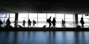 Более 61 000 пассажиров прошли таможенный контроль в Платове за три месяца 2021 года