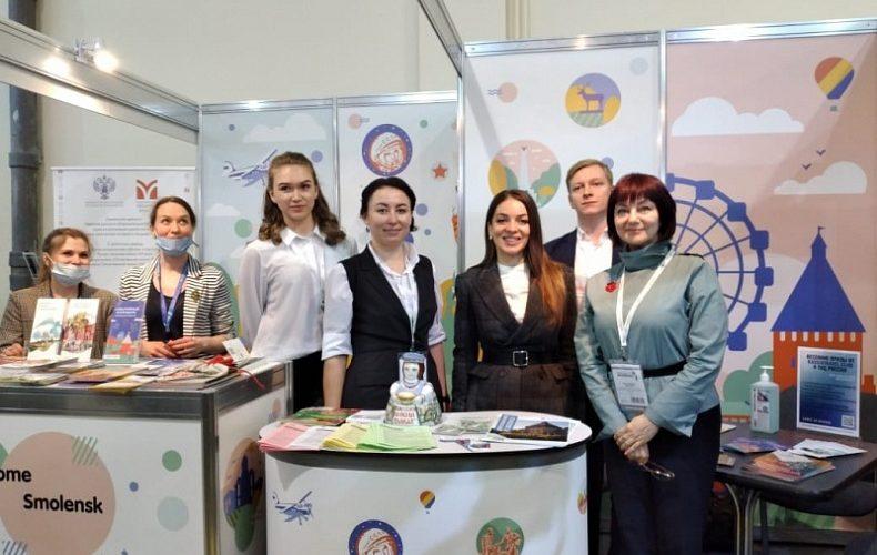 Глава Ростуризма Зарина Догузова посетила стенд Смоленской области на выставке «Интурмаркет-2021»