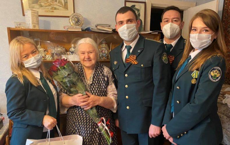 Представители Домодедовской таможни поздравили ветеранов с наступающим Днем Великой Победы