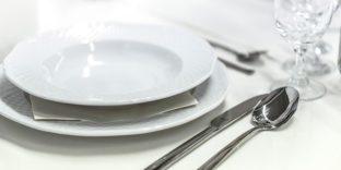 Сотрудники таможни выявили схему уклонения от уплаты таможенных платежей при ввозе люксовой посуды из Европы