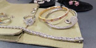 Шереметьевские таможенники обнаружили у пассажирки авиарейса из ОАЭ незадекларированные ювелирные изделия на 69 млн рублей