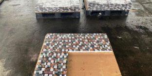 Таможенники на Балтике обнаружили в досках более 54 тысяч пачек белорусских сигарет