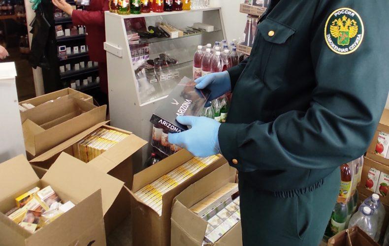 Астраханские таможенники предотвратили незаконную продажу 3 779 пачек сигарет и кальянного табака
