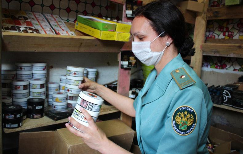 Санкт-Петербургская таможня: изъято 445 килограммов нелегального табака для кальяна