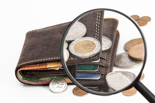 Нарушение валютного законодательства выявила Сахалинская таможня.