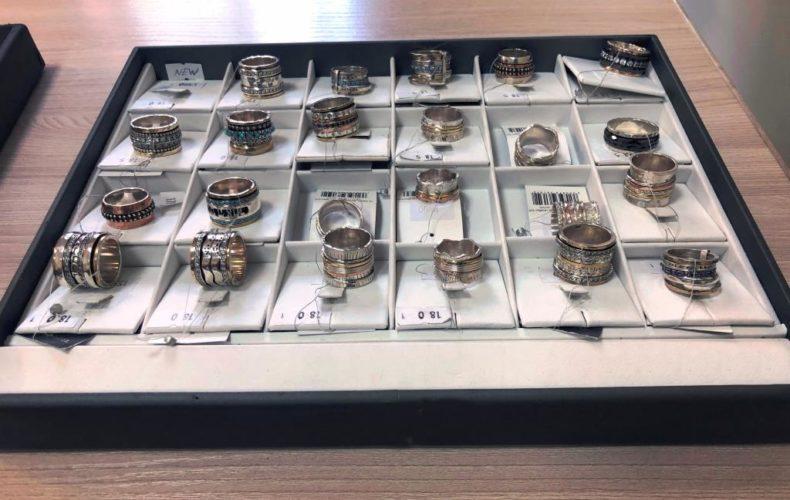 Алтайские таможенники конфисковали незаконно ввезенные ювелирные изделия на 20,8 млн рублей