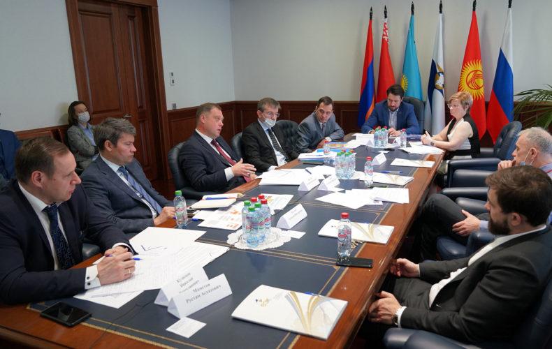 В ЕАЭС обсуждают инструменты для проведения и гарантирования расчетов на общем электроэнергетическом рынке