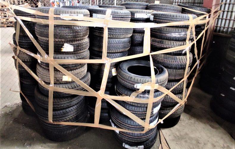 В астраханском магазине таможенники выявили незаконно реализуемые шины