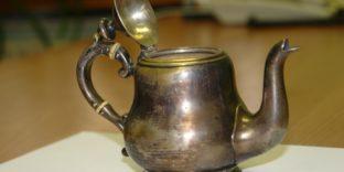 Белгородские таможенники предотвратили незаконный ввоз коллекционного чайника