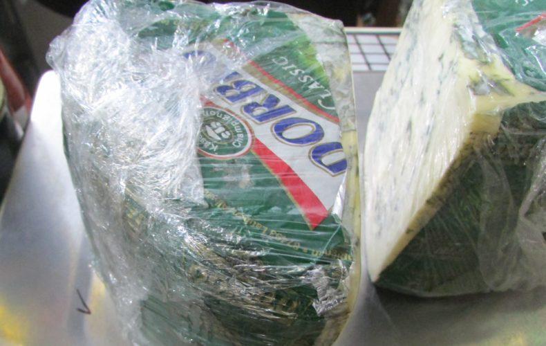 Таможенники изъяли из магазинов Кемерова и Томска около 80 кг нелегальных продуктов питания