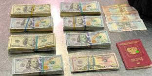Более 60 тысяч незадекларированных долларов США обнаружили у пассажирки домодедовские таможенники