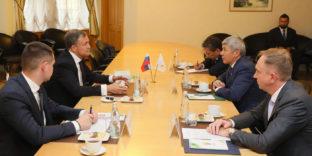 Министр ЕЭК Максат Мамытканов и первый заместитель руководителя ФТС России Руслан Давыдов обсудили взаимодействие