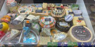 Почти 300 килограмм санкционных сыров выявлены в Москве сотрудниками таможни