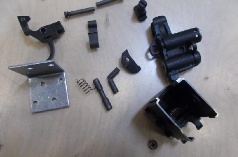 Пермские таможенники пресекли незаконную пересылку оружейных частей за границу